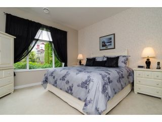 """Photo 11: 49 15188 62A Avenue in Surrey: Sullivan Station Townhouse for sale in """"Gillis Walk"""" : MLS®# F1413374"""