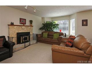 Photo 2: 1270 Lidgate Crt in VICTORIA: SW Strawberry Vale House for sale (Saanich West)  : MLS®# 643808