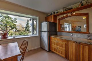 Photo 3: 665 BAY Road in Gibsons: Gibsons & Area House for sale (Sunshine Coast)  : MLS®# R2575309