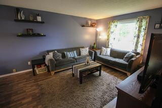 Photo 5: Gorgeous Bi-Level in Mission Gardens - $289,900