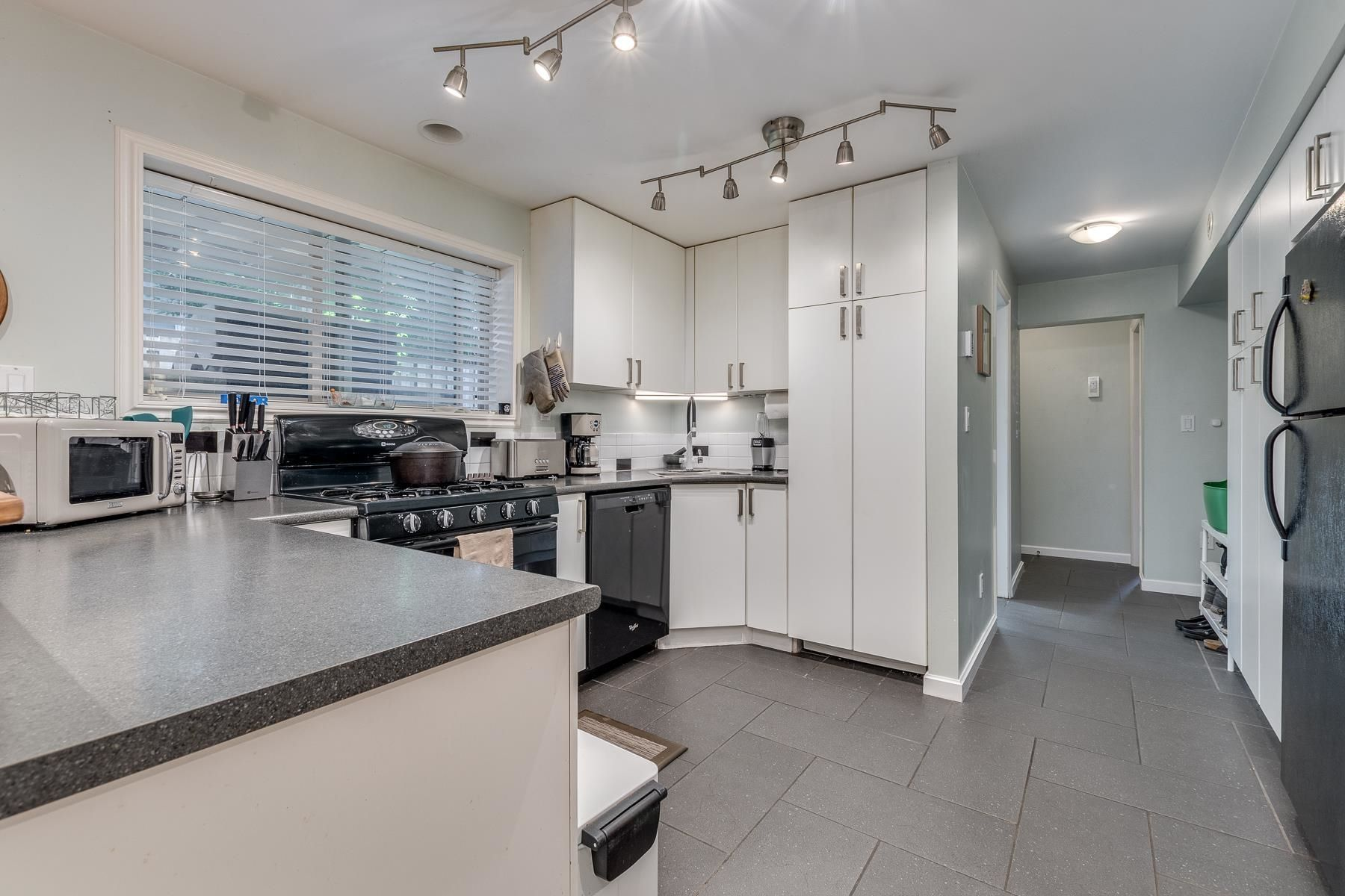 Photo 26: Photos: 3671 SOMERSET Street in Port Coquitlam: Lincoln Park PQ House for sale : MLS®# R2610216