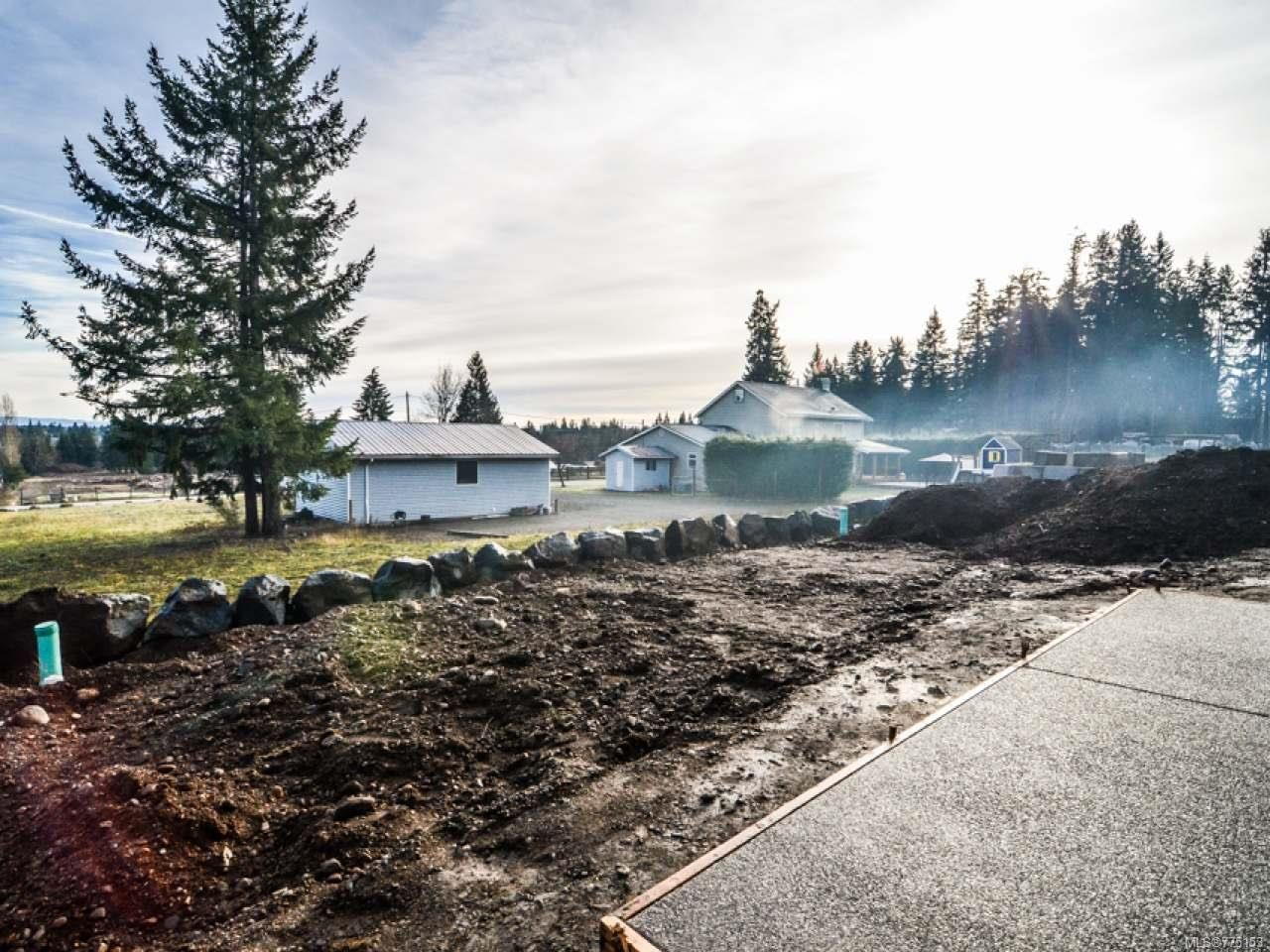 Photo 2: Photos: 2 595 Petersen Rd in CAMPBELL RIVER: CR Campbell River West Half Duplex for sale (Campbell River)  : MLS®# 775153