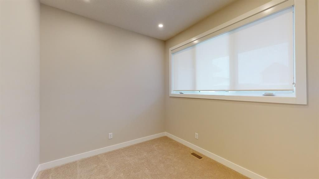 Photo 20: Photos: 38 Crestridge Bay SW in Calgary: Crestmont Row/Townhouse for sale : MLS®# A1073636