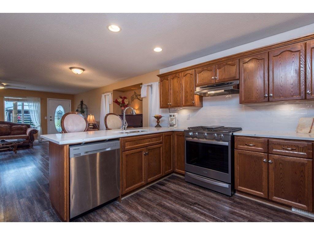 "Photo 7: Photos: 9 45306 BALMORAL Avenue in Sardis: Sardis West Vedder Rd House for sale in ""BALMORAL PARK ESTATES"" : MLS®# R2518450"