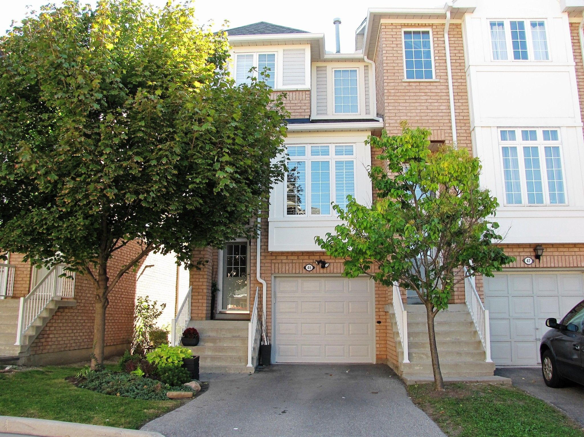 Main Photo: 45 280 Hillcrest Avenue in Mississauga: Cooksville Condo for sale : MLS®# W3634474
