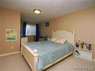 Photo 14: 2390 Halcyon Pl in VICTORIA: CS Tanner House for sale (Central Saanich)  : MLS®# 584829