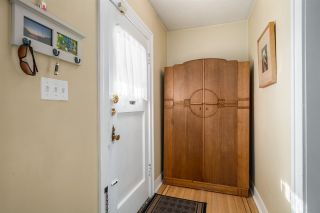 Photo 2: 543 E 10TH Avenue in Vancouver: Mount Pleasant VE House for sale (Vancouver East)  : MLS®# R2039986