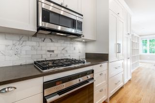 "Photo 11: 2029 ESQUIMALT Avenue in West Vancouver: Ambleside 1/2 Duplex for sale in ""Hollyburn Mews"" : MLS®# R2618342"