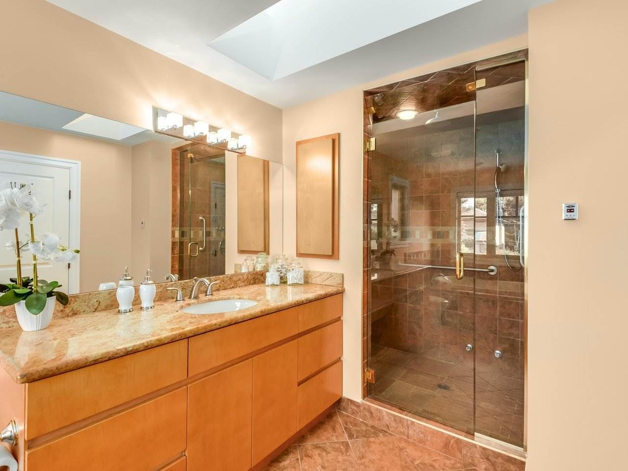 Photo 12: Photos: 694 W 19TH AVENUE in Vancouver: Cambie House for sale (Vancouver West)  : MLS®# R2186365