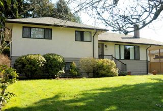 Photo 1: 2684 POPLYNN Drive in North Vancouver: Westlynn House for sale : MLS®# R2246384