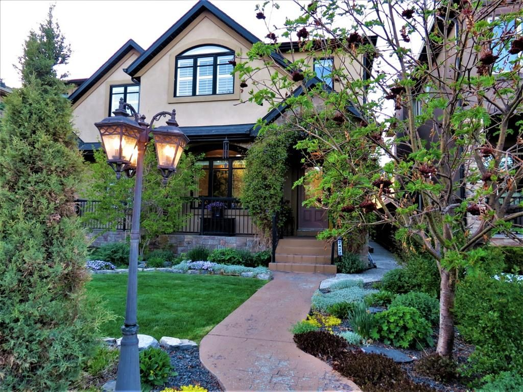 Main Photo: 2422 1 Avenue NW in Calgary: West Hillhurst Semi Detached for sale : MLS®# A1104201