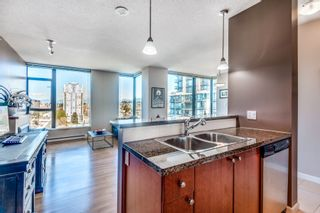 """Photo 7: 1903 11 E ROYAL Avenue in New Westminster: Fraserview NW Condo for sale in """"""""THE RESIDENCES OF VICTORIA HILL"""""""" : MLS®# R2354217"""