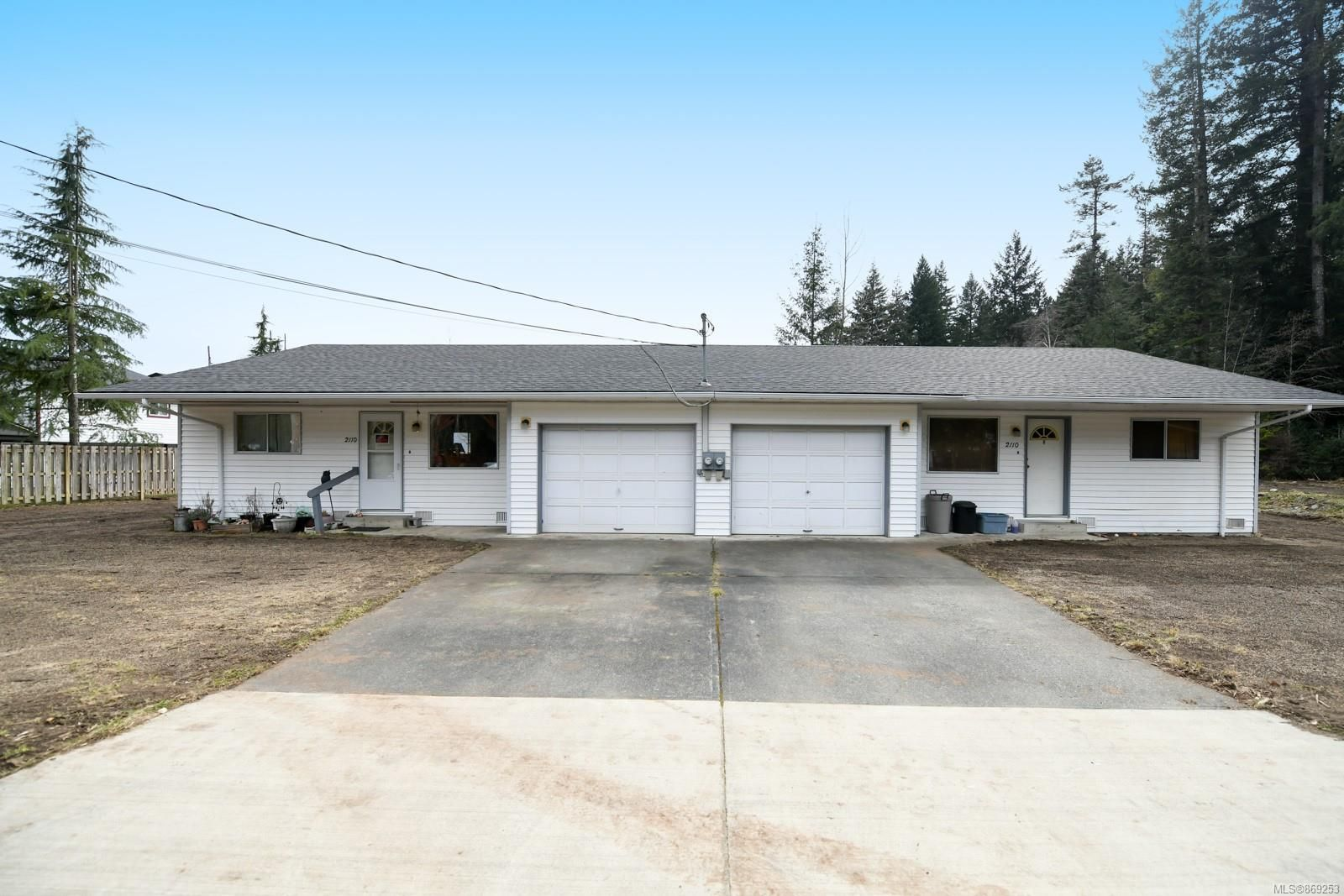 Main Photo: 2110 Lake Trail Rd in : CV Courtenay City Full Duplex for sale (Comox Valley)  : MLS®# 869253
