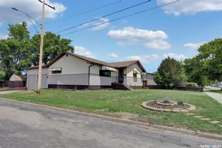 Photo 2: 480 Iroquois Street West in Moose Jaw: Westmount/Elsom Residential for sale : MLS®# SK860047
