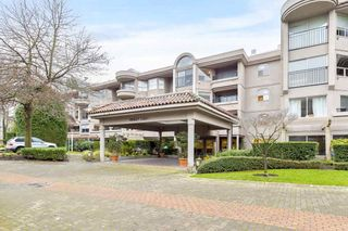 """Photo 1: 107 525 WHEELHOUSE Square in Vancouver: False Creek Condo for sale in """"HENLEY COURT"""" (Vancouver West)  : MLS®# R2529742"""