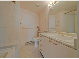 "Photo 8: 810 15111 RUSSELL Avenue: White Rock Condo for sale in ""Pacific Terrace"" (South Surrey White Rock)  : MLS®# F1424896"