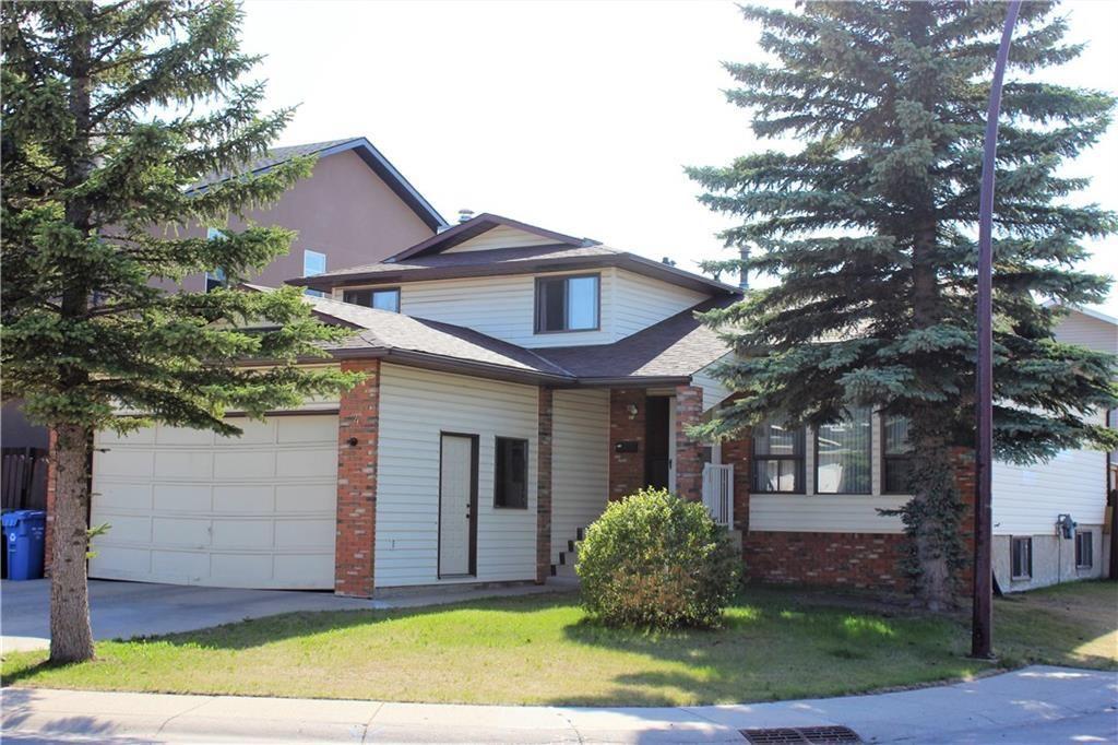 Main Photo: 4 CASTLEBURY Way NE in Calgary: Castleridge Detached for sale : MLS®# C4195837