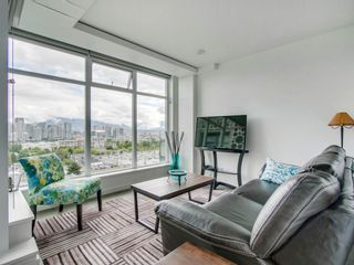 """Photo 2: 905 728 W 8TH Avenue in Vancouver: Fairview VW Condo for sale in """"700 WEST8TH"""" (Vancouver West)  : MLS®# R2082142"""