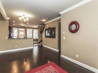 """Photo 3: 52 19560 68 Avenue in Surrey: Clayton Townhouse for sale in """"Solano"""" (Cloverdale)  : MLS®# R2139361"""