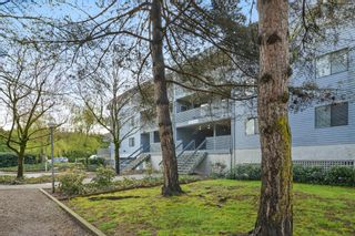 "Photo 1: 311 17661 58A Avenue in Surrey: Cloverdale BC Condo for sale in ""WYNDHAM ESTATES"" (Cloverdale)  : MLS®# R2158983"
