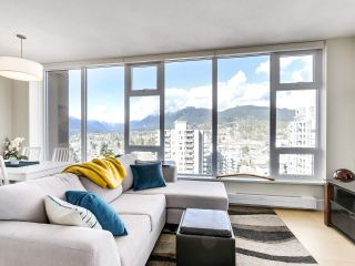 "Photo 10: 1401 150 W 15TH Street in North Vancouver: Central Lonsdale Condo for sale in ""15 West"" : MLS®# R2537738"