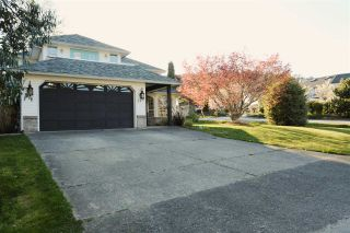 Photo 1: 347 BURNS Road in Gibsons: Gibsons & Area House for sale (Sunshine Coast)  : MLS®# R2570419