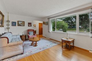 Photo 3: 21 Cadogan Road NW in Calgary: Cambrian Heights Detached for sale : MLS®# A1138716