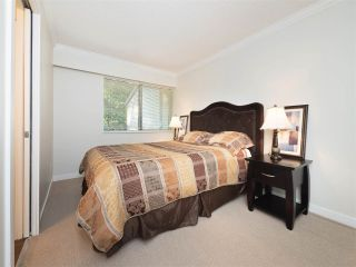 """Photo 11: 32 9101 FOREST GROVE Drive in Burnaby: Forest Hills BN Townhouse for sale in """"ROSSMOOR"""" (Burnaby North)  : MLS®# R2192598"""
