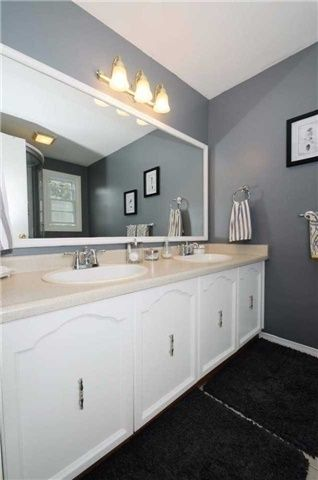 Photo 6: 7 Winner's Circle in Whitby: Blue Grass Meadows House (2-Storey) for sale : MLS®# E3284089