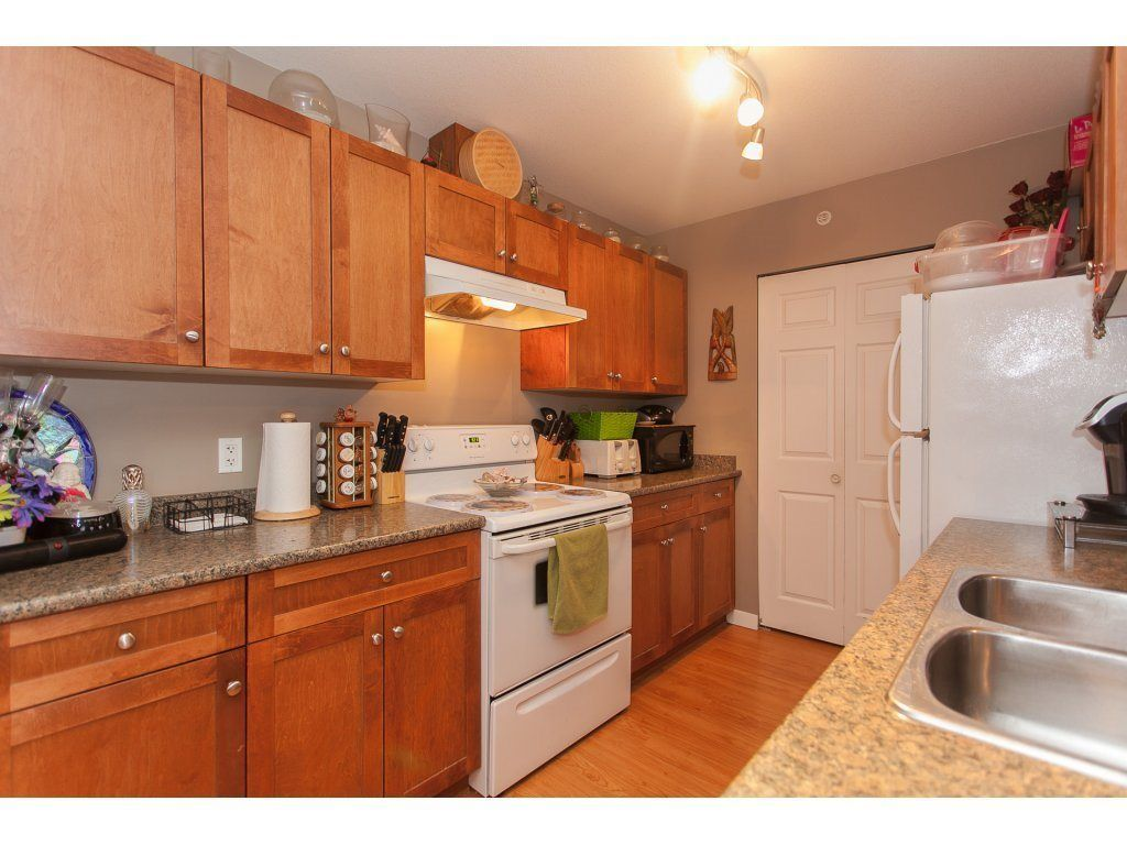 """Photo 7: Photos: 412 33960 OLD YALE Road in Abbotsford: Central Abbotsford Condo for sale in """"Old Yale Heights"""" : MLS®# R2241666"""