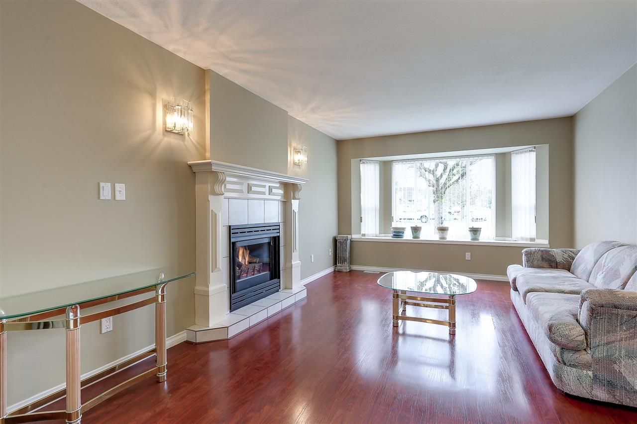 Photo 4: Photos: 12159 BLOSSOM Street in Maple Ridge: East Central House for sale : MLS®# R2152233