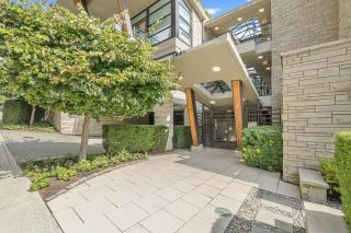 Photo 2: 4 1891 MARINE Drive in West Vancouver: Ambleside Condo for sale : MLS®# R2617064
