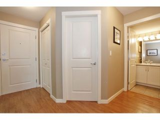 """Photo 4: 105 15621 MARINE Drive: White Rock Condo for sale in """"Pacific Point"""" (South Surrey White Rock)  : MLS®# F1320279"""