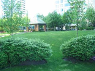 """Photo 10: 404 6659 Southoaks Crescent, South Burnaby in Burnaby: Highgate Condo for sale in """"Gemini II"""" (Burnaby North)"""