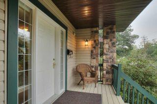 Photo 3: 8709 102 Avenue in Edmonton: Zone 13 House for sale : MLS®# E4176986