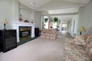 """Photo 3: 14 4740 221 Street in Langley: Murrayville Townhouse for sale in """"Eaglecrest"""" : MLS®# R2273734"""