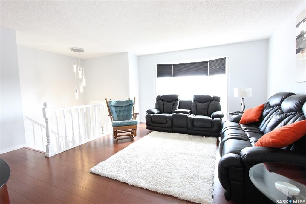 Photo 2: Photos: 233 Lorne Street West in Swift Current: North West Residential for sale : MLS®# SK825782