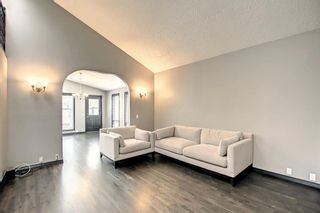 Photo 5: 68 Bermondsey Way NW in Calgary: Beddington Heights Detached for sale : MLS®# A1152009