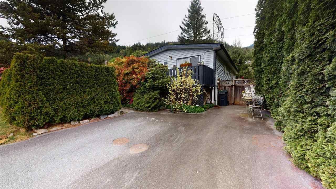 "Main Photo: 765 BRITANNIA Way in Squamish: Britannia Beach Manufactured Home for sale in ""Britannia Beach"" : MLS®# R2577592"