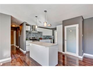 Photo 6: 5612 LADBROOKE Drive SW in Calgary: Lakeview House for sale : MLS®# C4036600