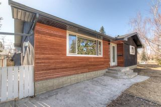 Photo 2: 3443 19 Street NW in Calgary: Charleswood Detached for sale : MLS®# A1095214