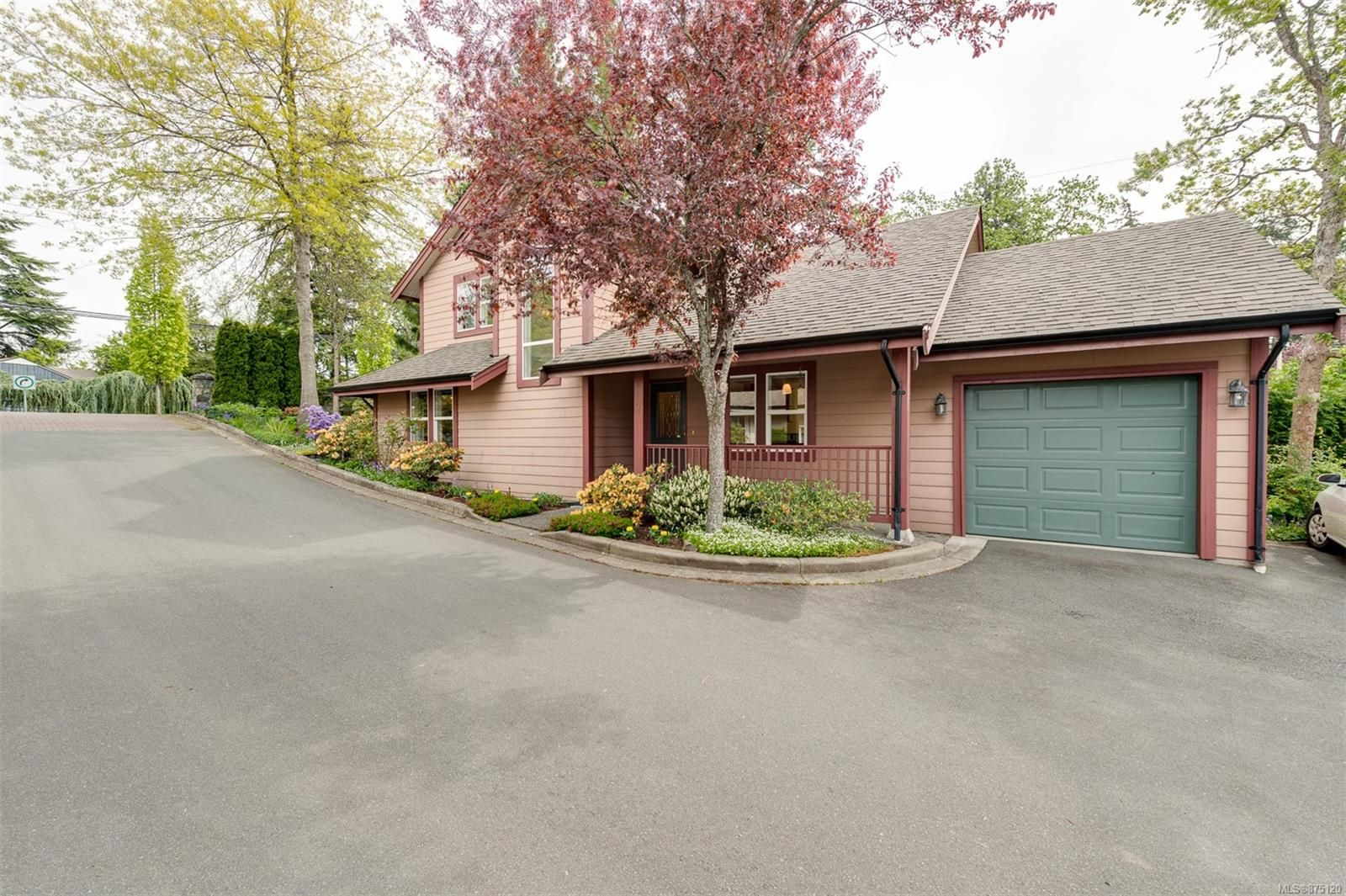 Main Photo: 7 4570 West Saanich Rd in : SW Royal Oak House for sale (Saanich West)  : MLS®# 875120