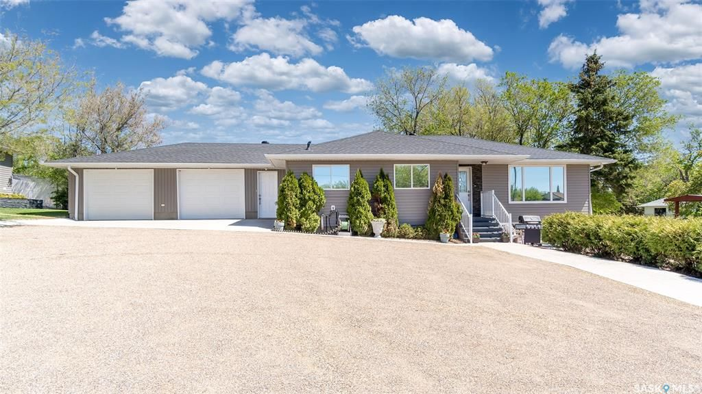 Main Photo: 1004 Athabasca Street East in Moose Jaw: Hillcrest MJ Residential for sale : MLS®# SK857165
