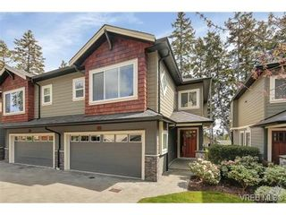 Photo 1: 3 2319 Chilco Rd in VICTORIA: VR Six Mile Row/Townhouse for sale (View Royal)  : MLS®# 728058
