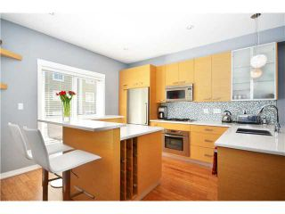"""Photo 2: 950 W 15TH Avenue in Vancouver: Fairview VW Townhouse for sale in """"THE CLASSIX"""" (Vancouver West)  : MLS®# V997844"""