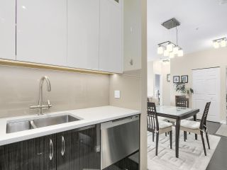 """Photo 5: PH10 511 W 7TH Avenue in Vancouver: Fairview VW Condo for sale in """"BEVERLY GARDENS"""" (Vancouver West)  : MLS®# R2156639"""