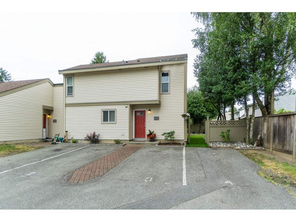 """Main Photo: 6176 E GREENSIDE Drive in Surrey: Cloverdale BC Townhouse for sale in """"Greenside Estates"""" (Cloverdale)  : MLS®# R2385609"""