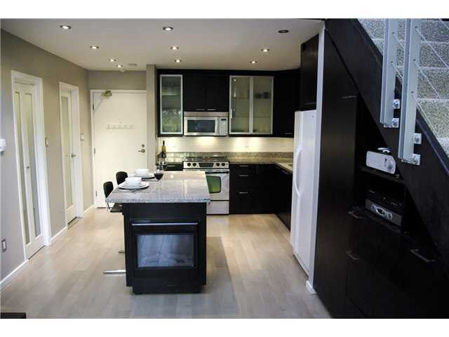 Main Photo: 305 1425 CYPRESS STREET in : Kitsilano Residential Attached for sale : MLS®# V921350