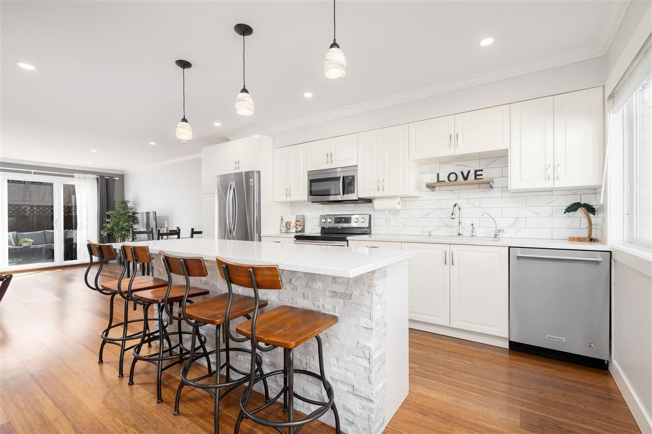 Main Photo: 38 4955 57 STREET in : Hawthorne Townhouse for sale : MLS®# R2567041