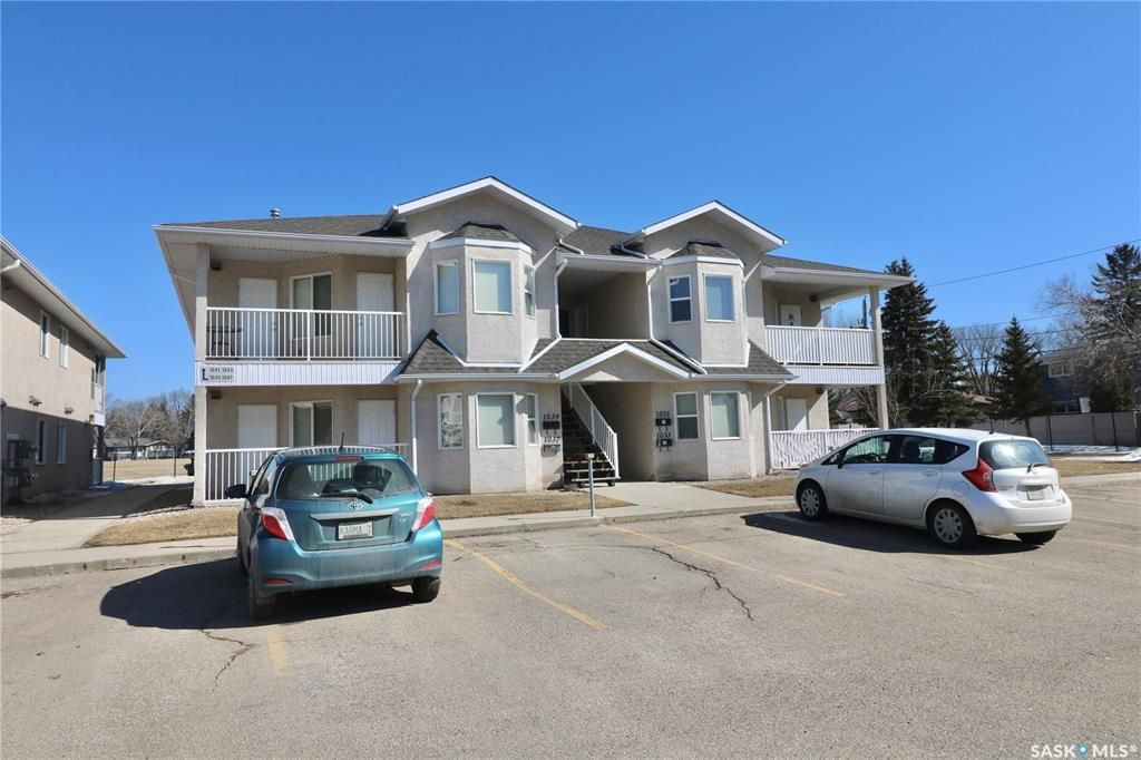 Main Photo: 1033 BIRCHWOOD Place in Regina: Whitmore Park Residential for sale : MLS®# SK845834